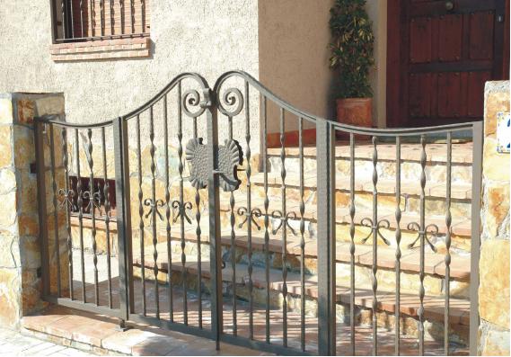 Forjas 2000 forja y acero inoxidable en talavera de la - Balcones de forja antiguos ...